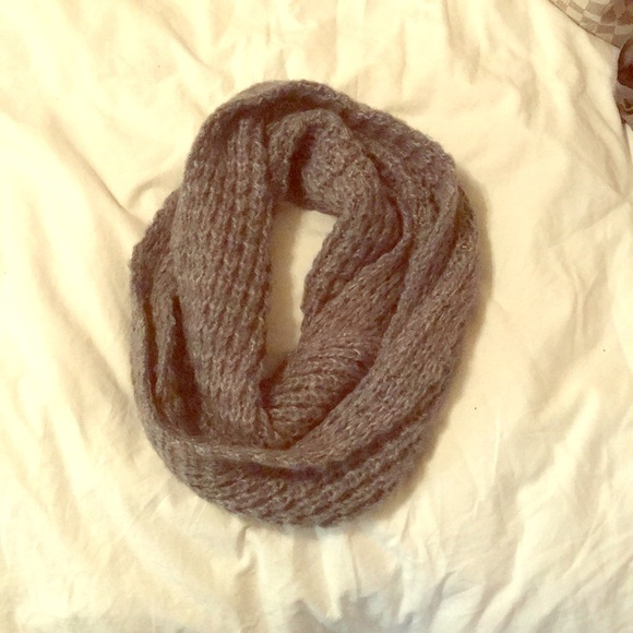 Aeropostale Accessories - Gray knit infinity scarf